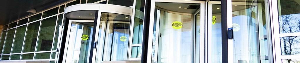 亞薩合萊入口係統包括自動推拉門、自動滑行門、自動旋轉門、風幕機、入戶門和車庫門等
