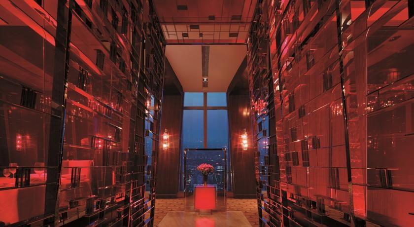 亞薩合萊 (ASSA ABLOY) 的VISION係統(一款靈活的酒店鎖閉係統)和Signature電子門鎖為新落成的國貿大酒店提供安全保障,兩款產品均由VingCard製造。